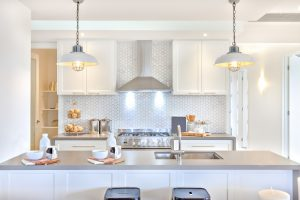 Luxury,Kitchen,With,The,Counter,And,Stoves,Under,Lights,Near